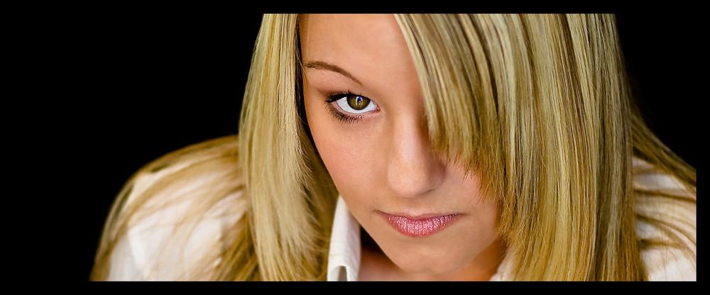 - charming eyes -