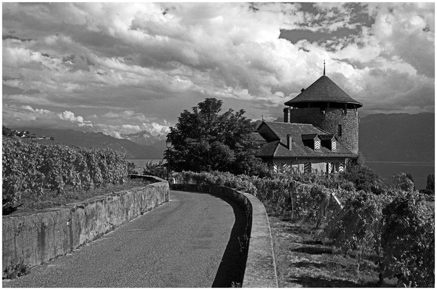 Chateau de Montagny entre deux averses de pluie (Lutry prés de Lausanne)