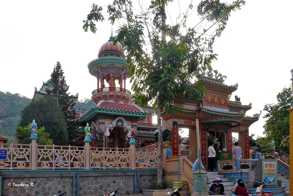 Chau Doc - Aufgang zum Tempel
