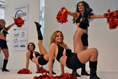 Cheerleader - 4 - Straßenmodenschau in Krefeld