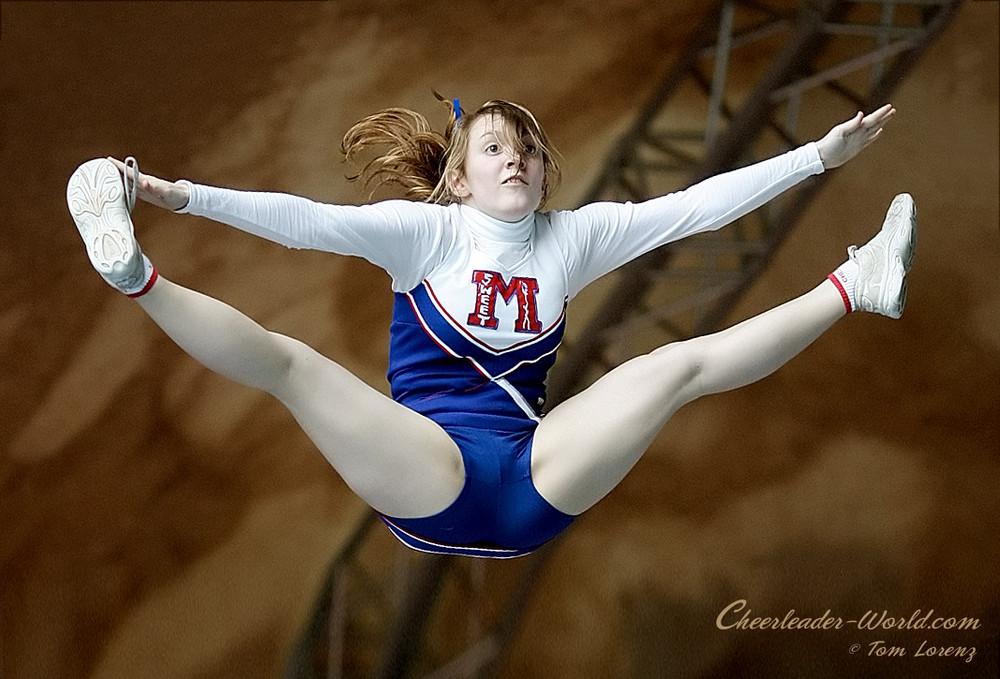 Cheerleader_Beach Cup 2009
