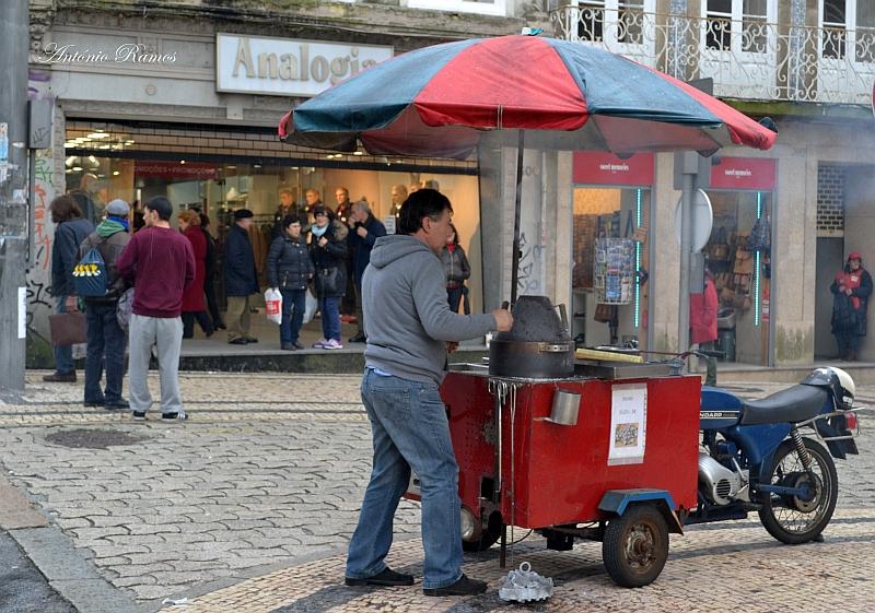 Chestnuts seller / Vendedor de Castanhas