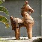 Cheval d'argile devant le Sri Aurobindo Auditorium
