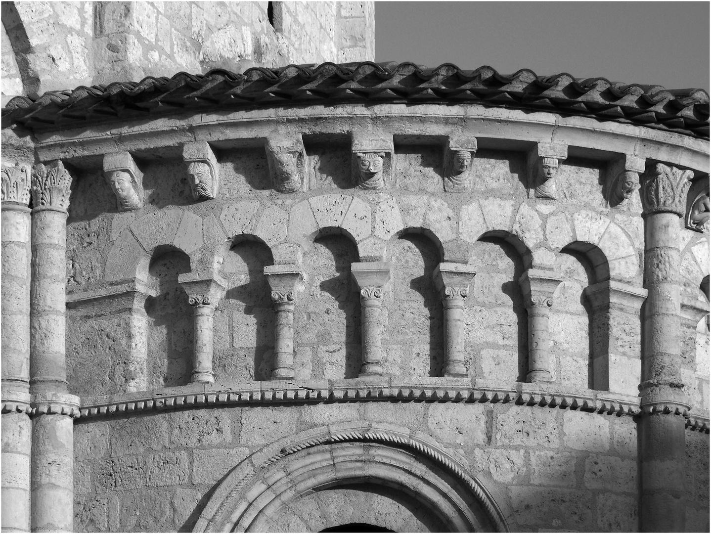 Chevet roman de la Cathédrale Saint-Caprais