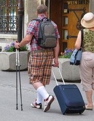 Chic der Touristen in München. ....auf in den Weinkeller....