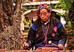 Chichicastenango- im Garten des Hotels Santo Tomas eine  Marimba Spielerin