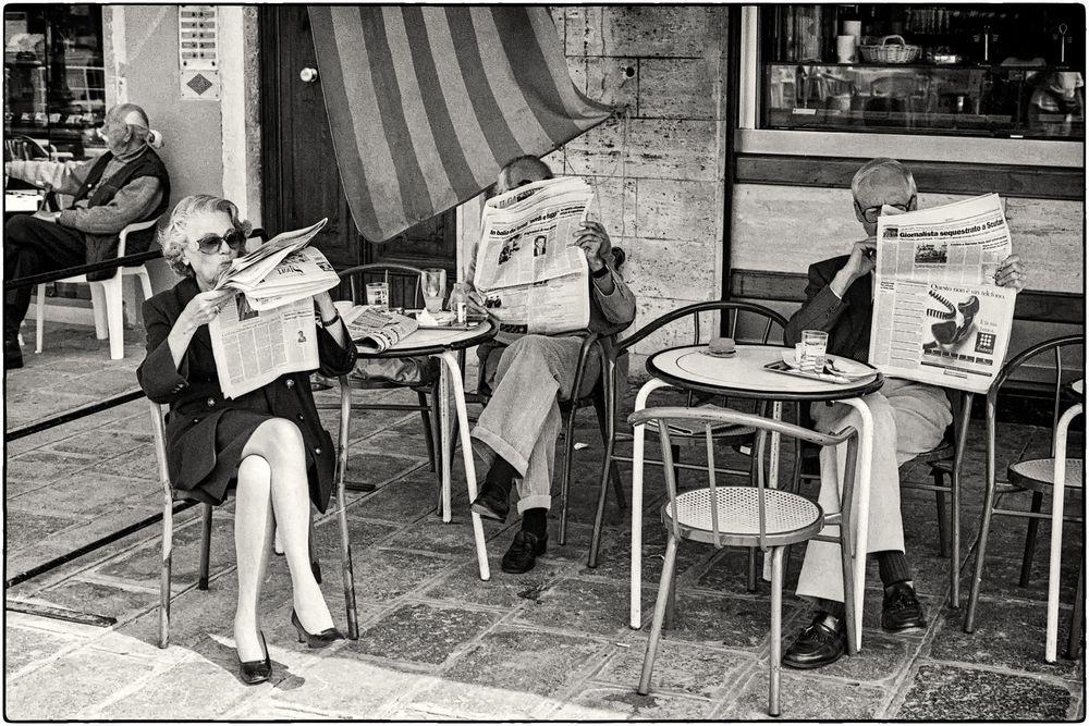 """""""chillen"""" im Jahre 1970 im Cafe in Italien"""
