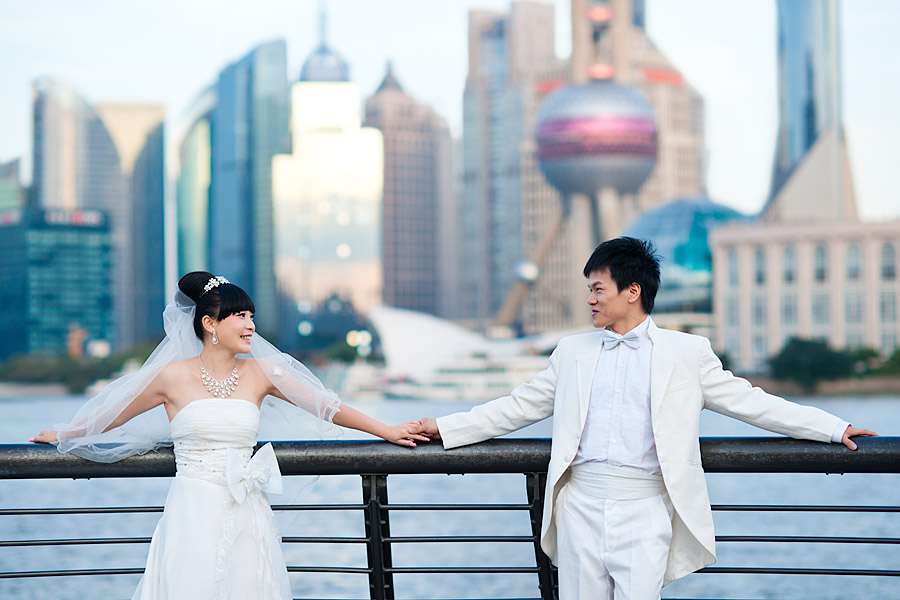 ChInese couple in western wedding attire