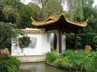 Chinesischer Garten im Regen