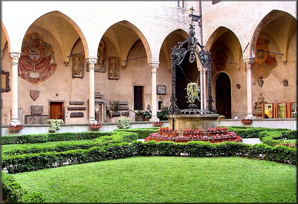 Chiostro della chiesa di Santo Antonio