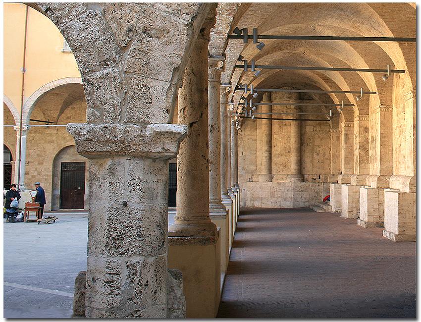 Chiostro Maggiore. Ascoli Piceno.