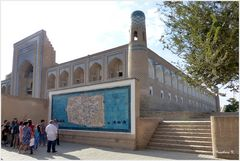 Chiva - Amin Khan-Medrese mit Stadtbild von Chiva