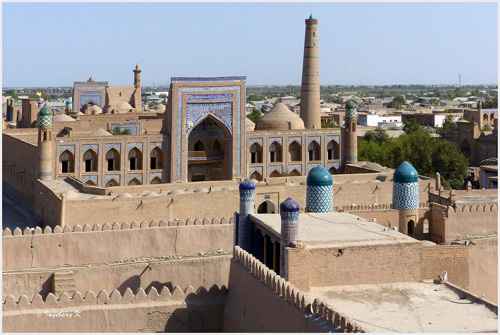 Chiva - Blick von der Stadtmauer auf die Altstadt mit Amin Chan Medrese