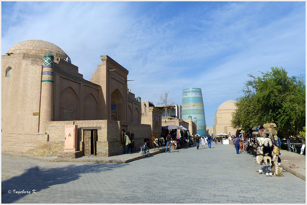 Chiva - Straßenbild vor der Amin chan-Medrese