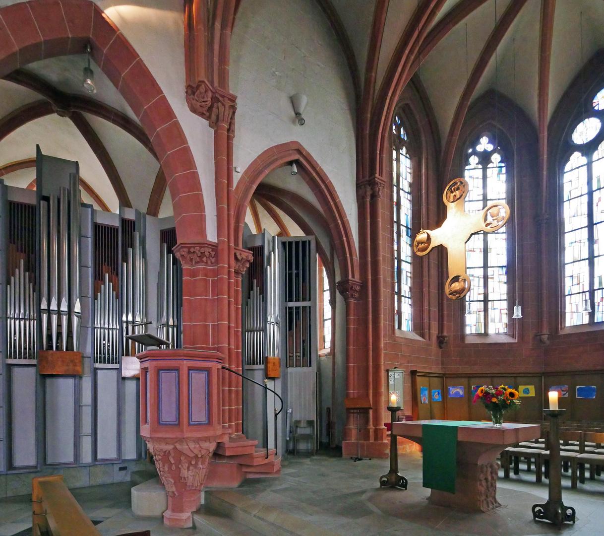 Chor - Altar - Kreuz - Kanzel - Orgel