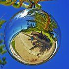 Christbaumkugel bei 30 Grad am Strand in Busselton