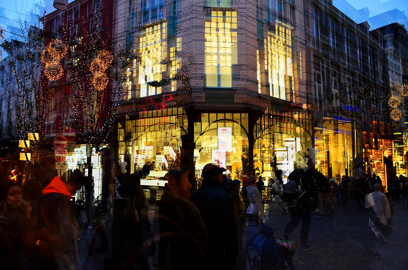 Christmas Shopping in Maastricht # 7134 Foto & Bild | nikon, street ...