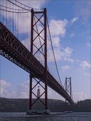 Christo Rei unter der Brücke