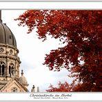 Christuskirche im Herbst
