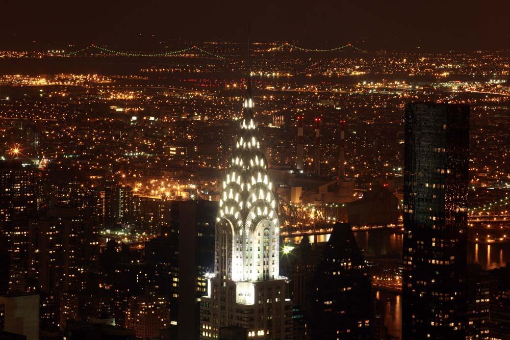Chrysler Building vor Lichtermeer