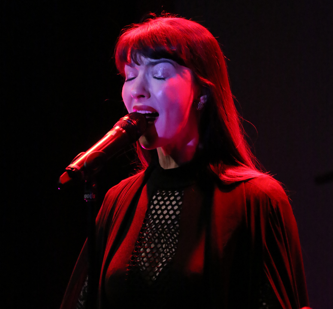 Chrysta Bell live in the Moods 2019