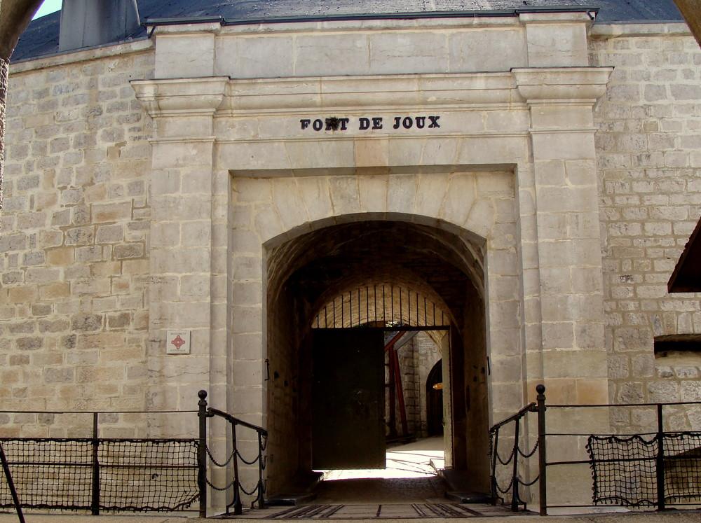 Château et fort de Joux..03