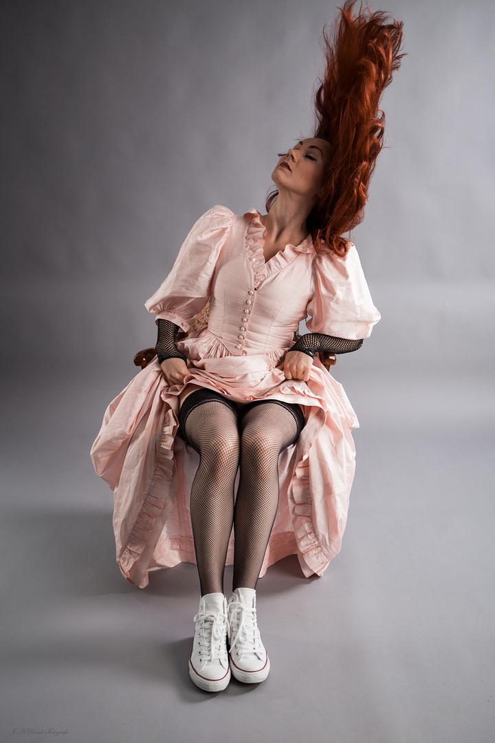 Chucks' Saloon Haare oder: Leningrad C., feat. Mademoiselle Irène