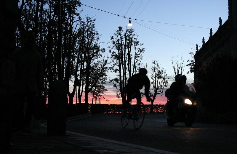 ciclista all'orizzonte