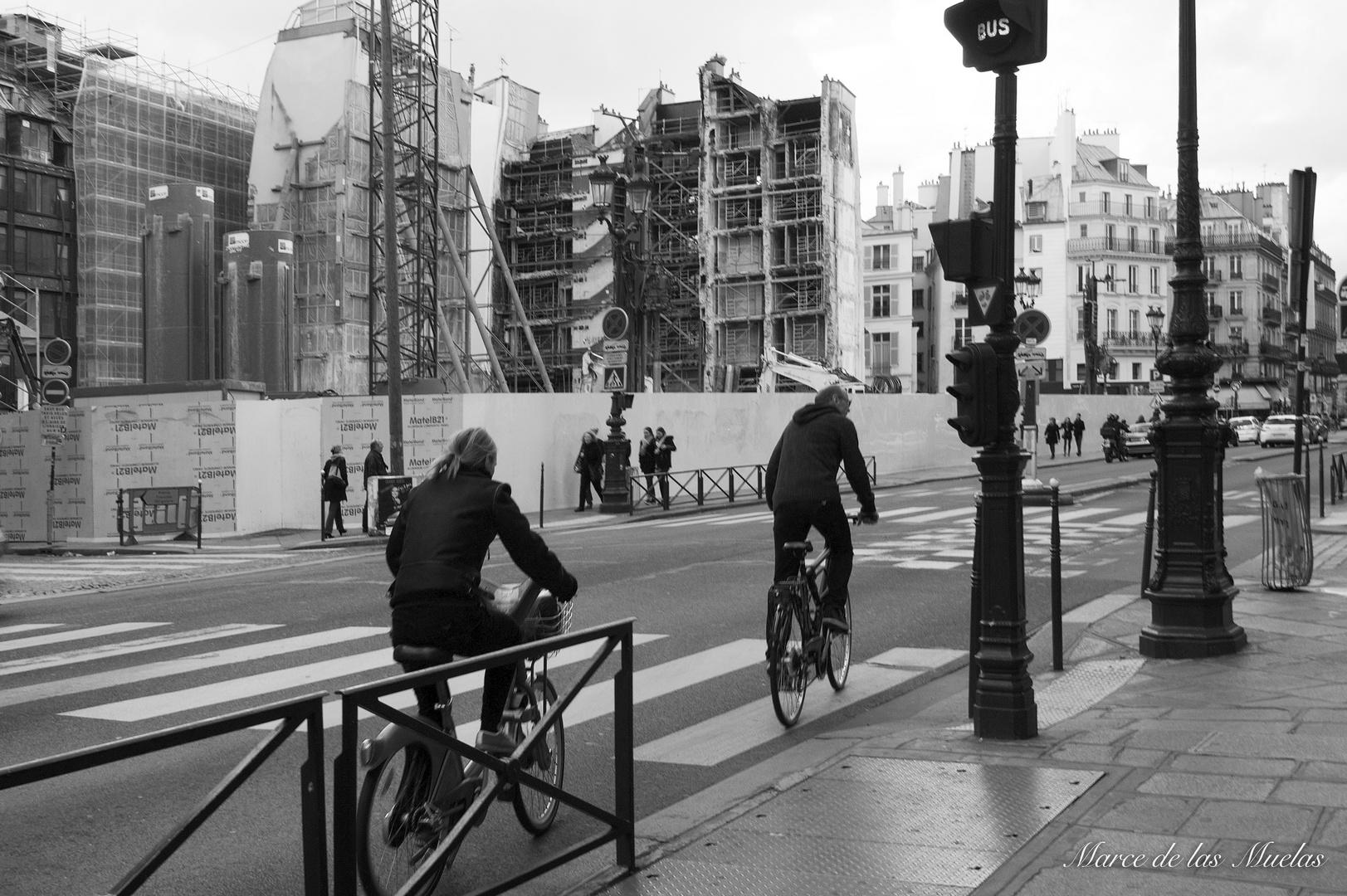 ...ciclistas en Paris...