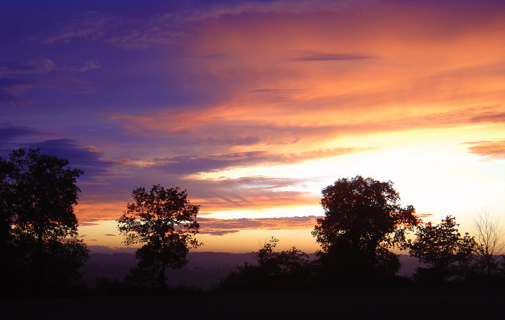 Ciel flamboyant au crépuscule…
