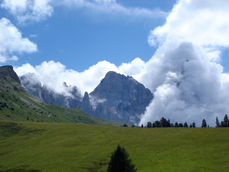 Cima Vezzana: sereno, Cimone: molto nuvoloso