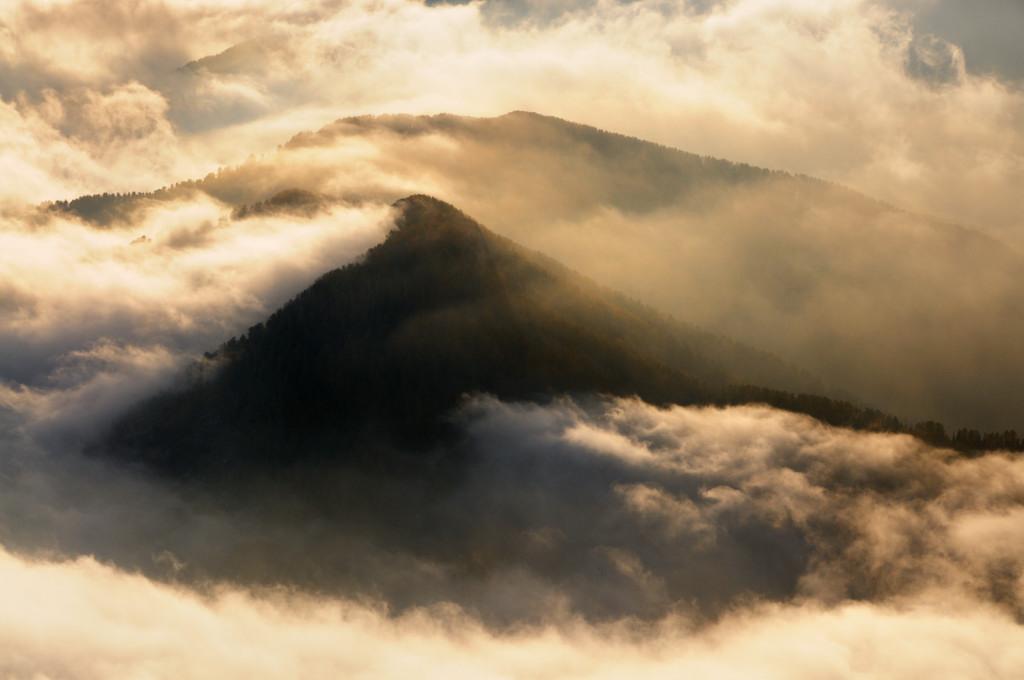 Cime nelle nuvole