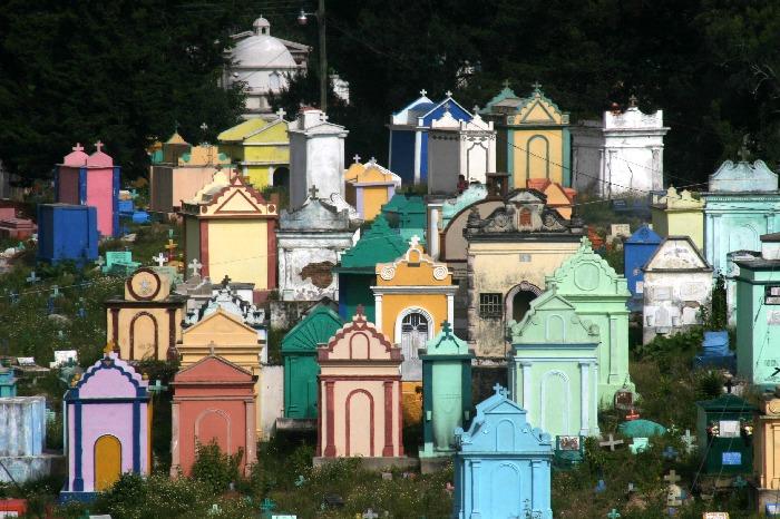 cimitero multicolore