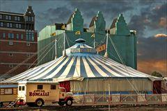 * Circus Roncalli *