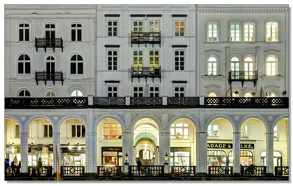 Cityfassade im Abendlicht