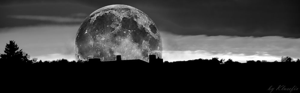 City_Moon_in_Silhouette_bw