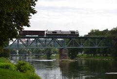 Class 66 auf Isarbrücke Landshut am 09.09.2013