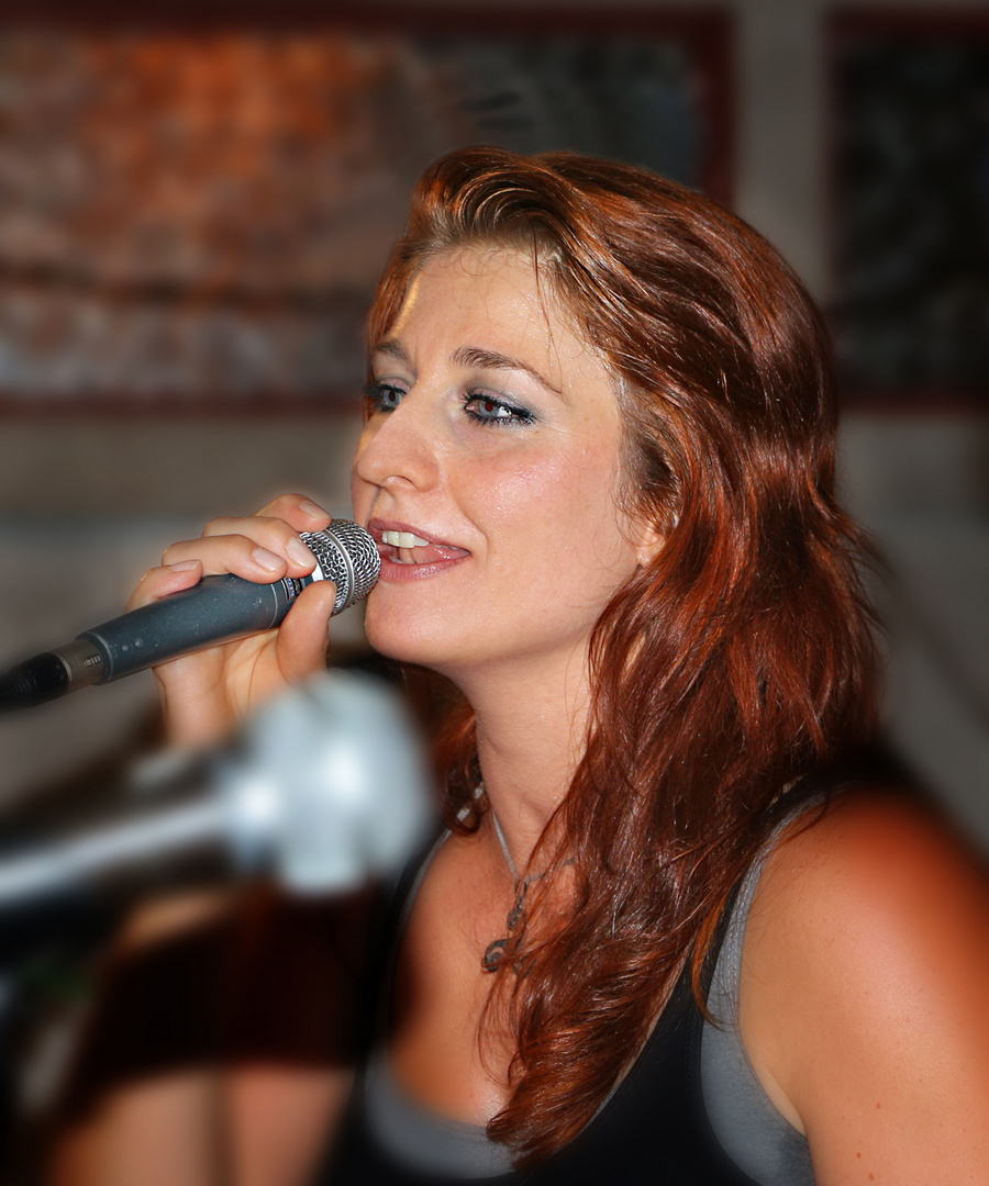 Claudia live