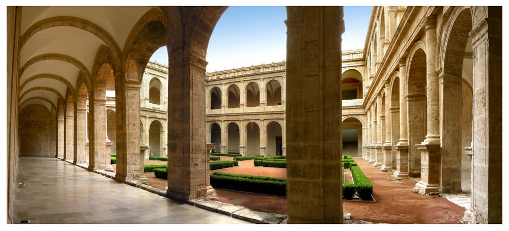 claustro (San Miguel de los Reyes)