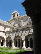 Cloître de l'abbaye de Sénanque
