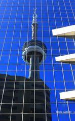CN-Tower im Spiegel
