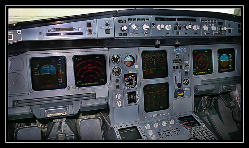Cockpit A340-300 (D-AIGC)