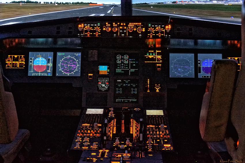 Cockpit eines Airbus A320