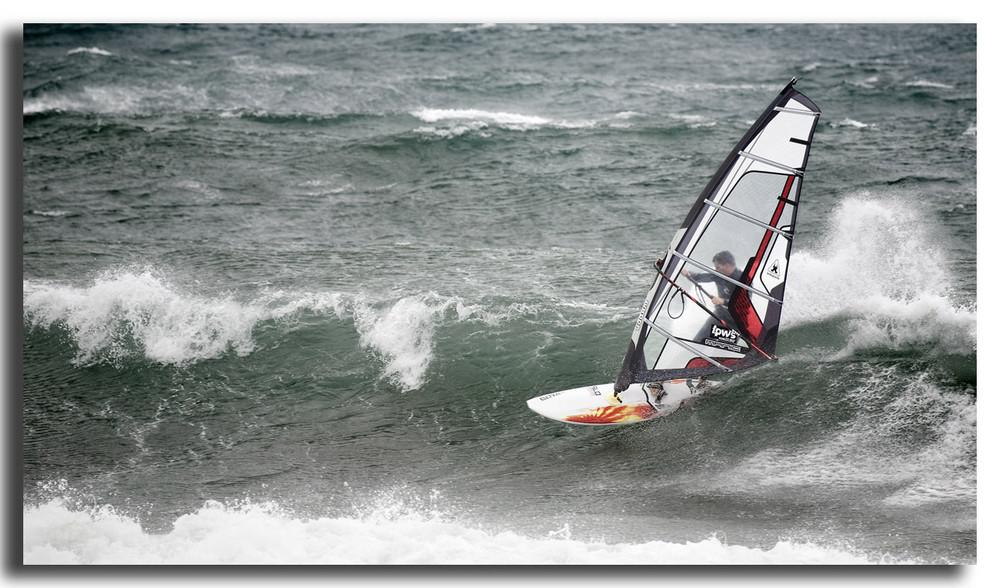 Cogiendo olas en Pozo