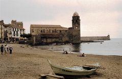 Collioure, die Wehrkirche am Strand