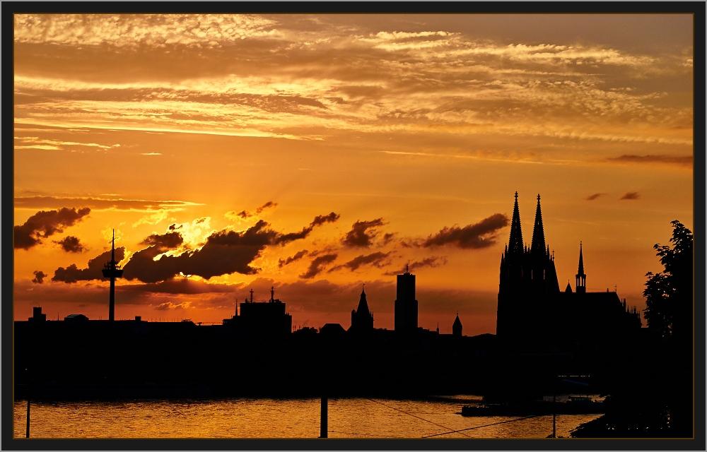 cologne skyline foto bild deutschland europe nordrhein westfalen bilder auf fotocommunity. Black Bedroom Furniture Sets. Home Design Ideas