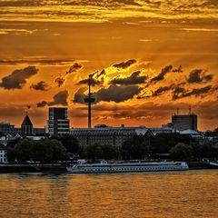 Colonius und Rhein mit Sonnenuntergang