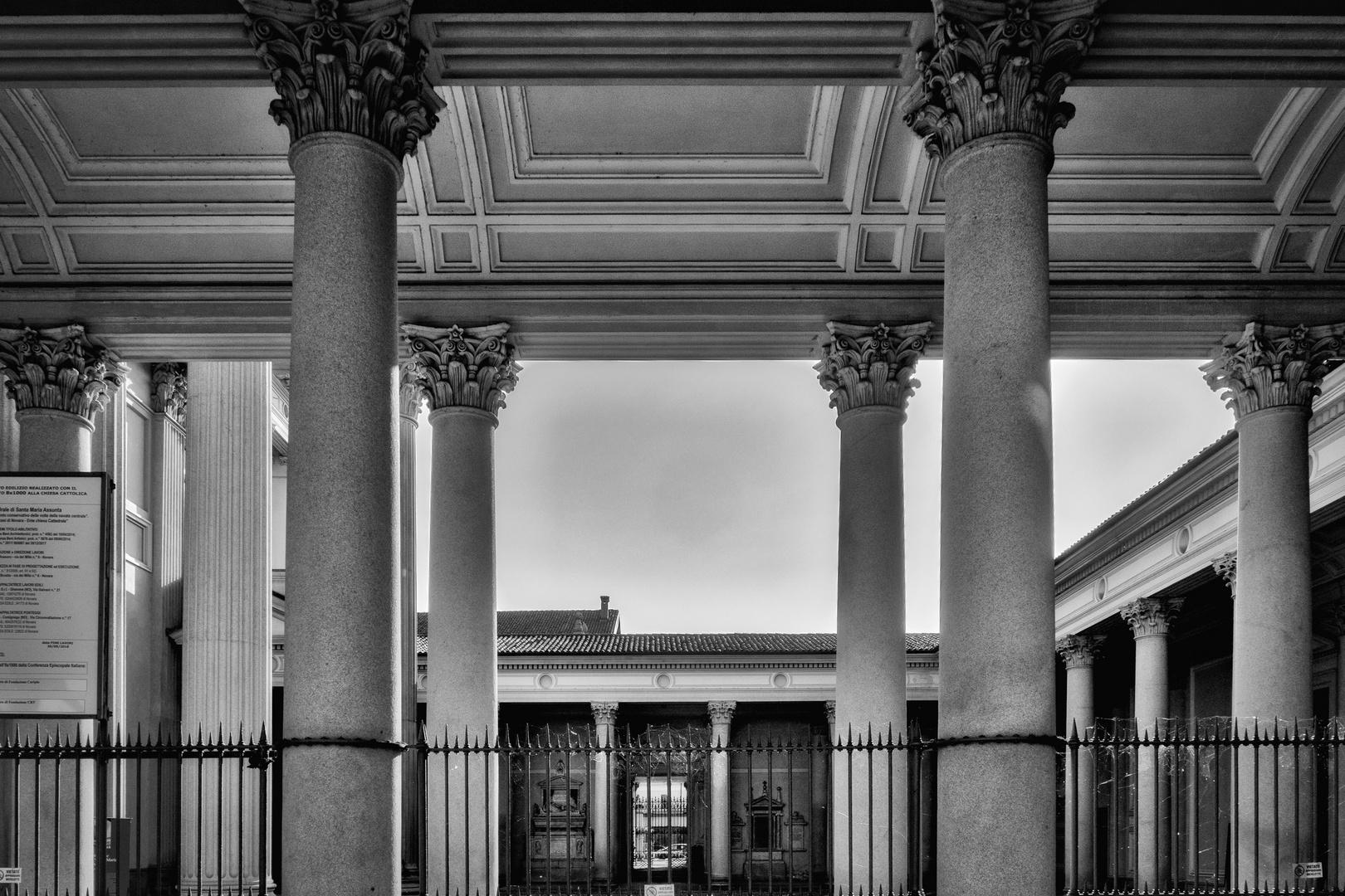 Colonnato del duomo di Novara
