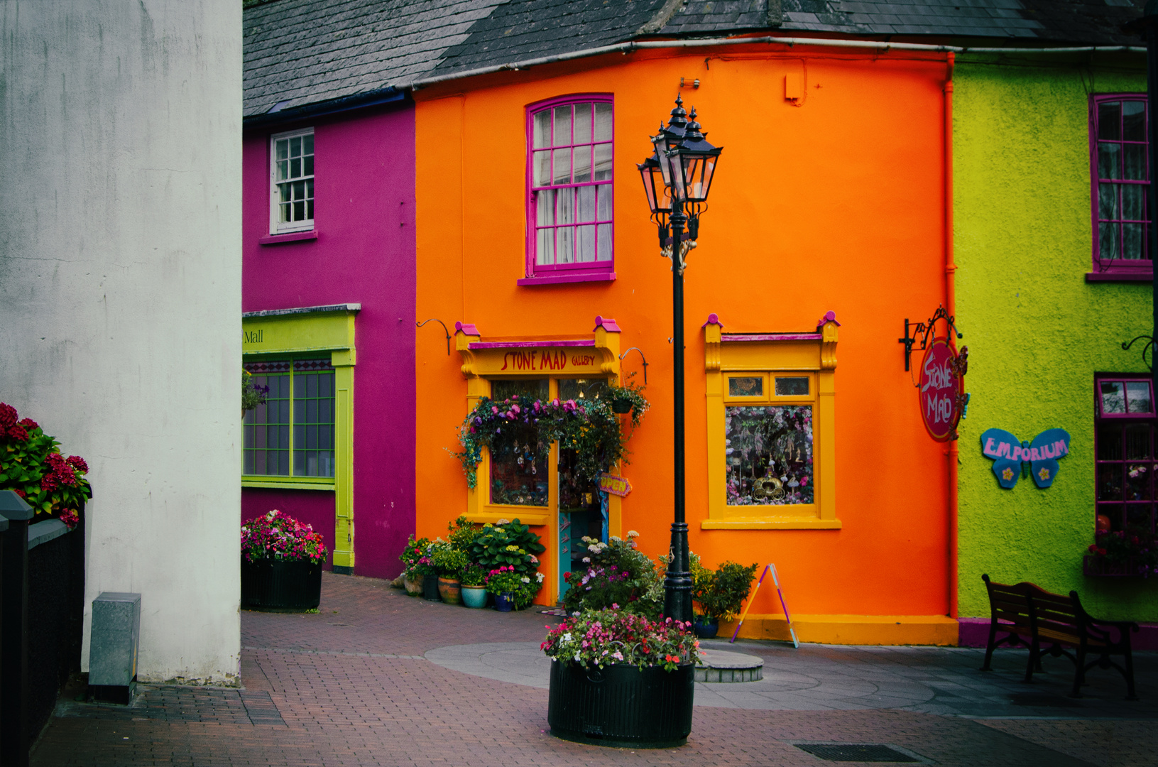 ... colorful houses ...