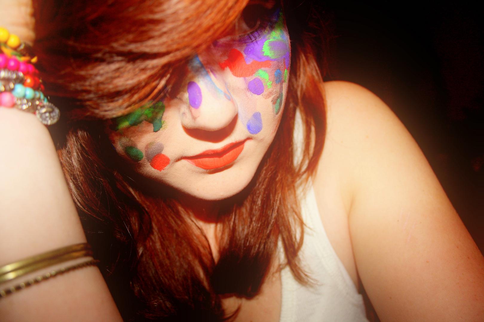 Colour your face.